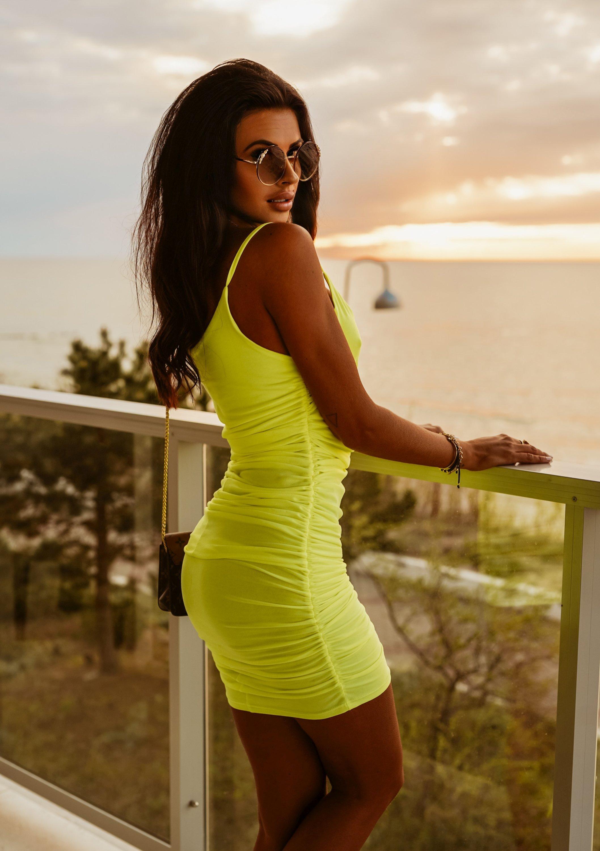 Dámske neonovo-žlté letné šaty (Dámske neonovo-žlté letné šaty)