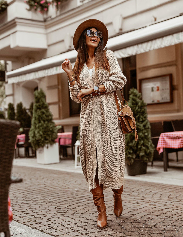 Dámsky dlhý béžový sveter (Dámsky dlhý béžový sveter)