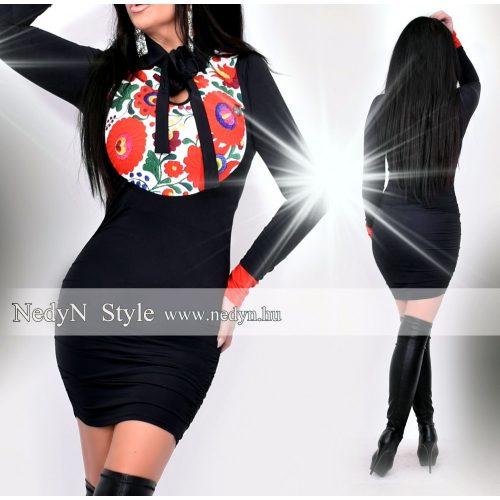 Dámske čierne šaty s kvetovaným vzorom (Dámske čierne šaty s kvetovaným vzorom)