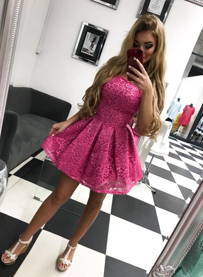 e8b01c273311 Čipkované krátke šaty