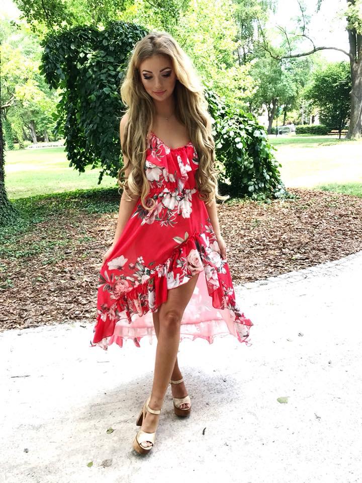 78acbbdcc6dc Krásne kvetované šaty na ramienka