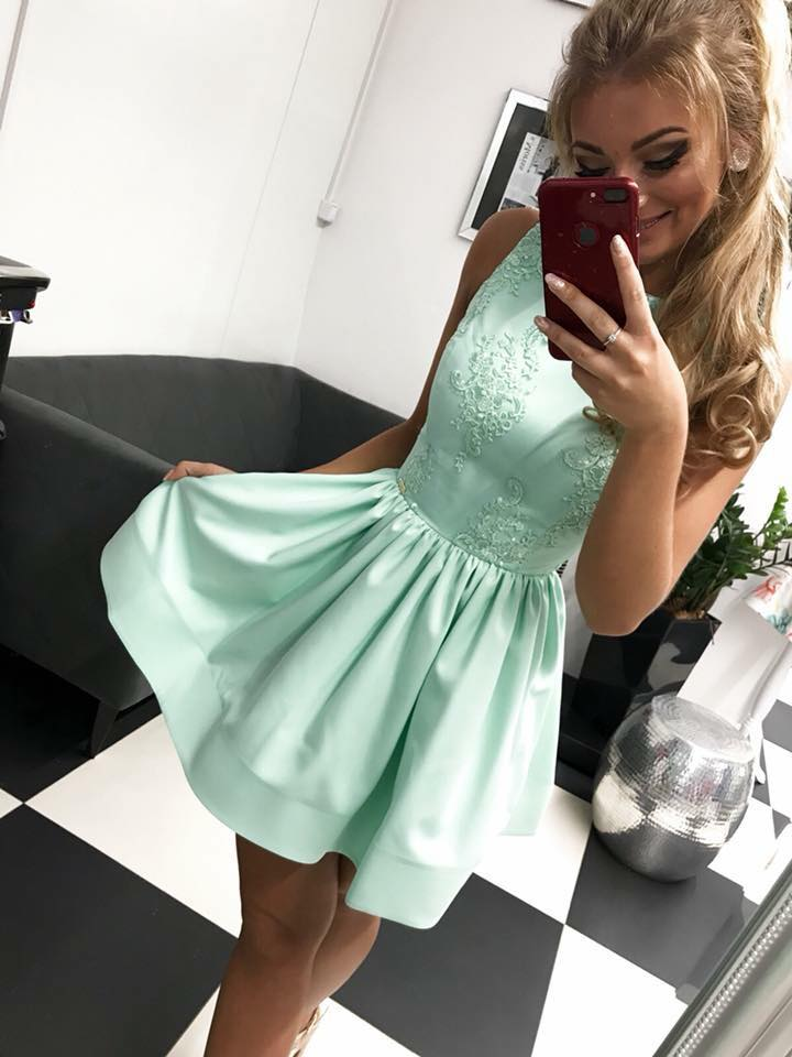 Dámske spoločenské krátke šaty v mätovej farbe (Dámske spoločenské krátke  šaty v mätovej farbe) 44e08fef56