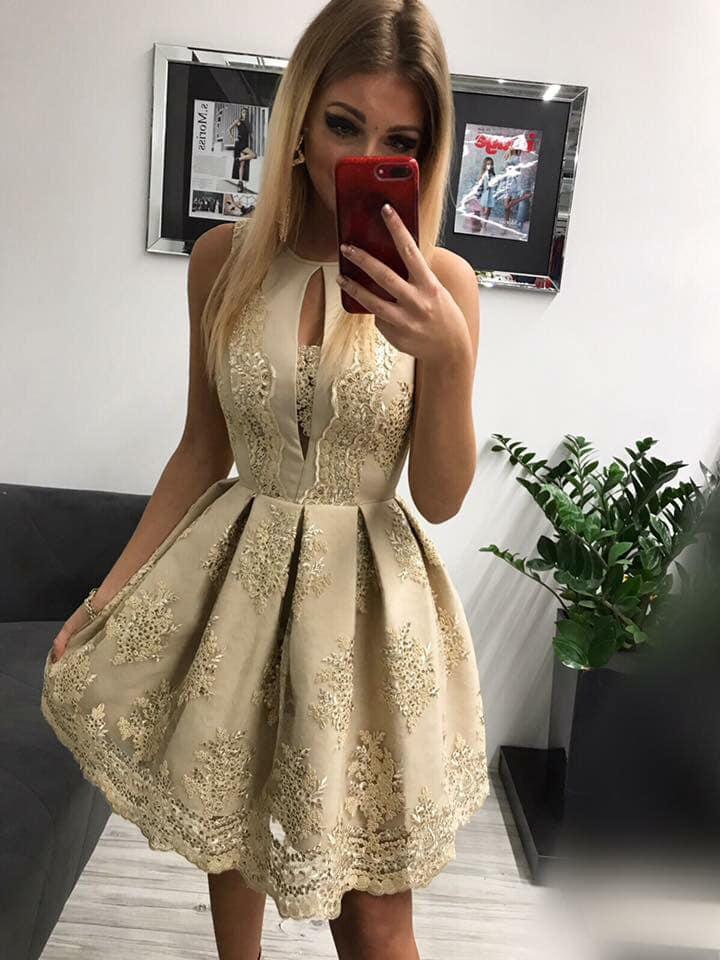 Krátke spoločenské šaty s čipkou (Krásne krátke spoločenské šaty s čipkou)
