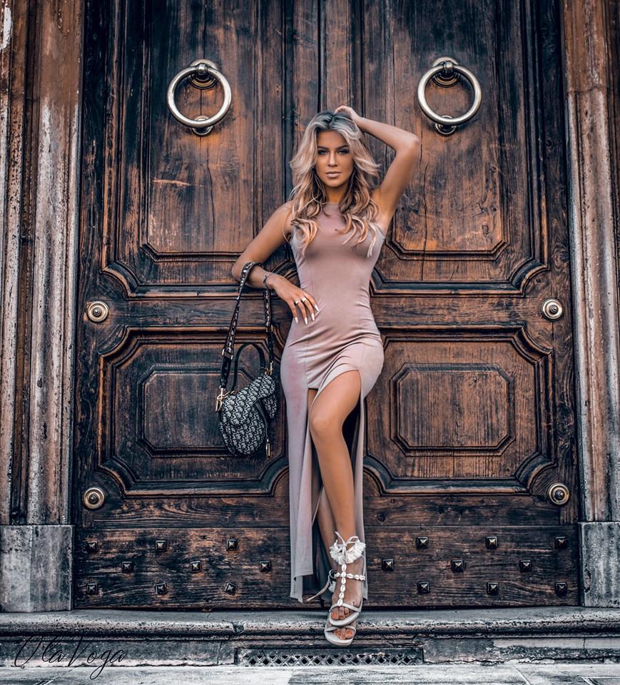 Dámske maxi šaty,hnedé (Jednoduché dámske maxi šaty ,hnedé)