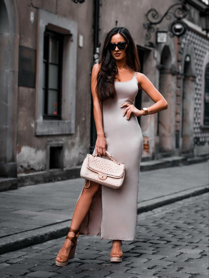 Jednoduché dámske maxi šaty,bežové (Dámske jednoduché maxi šaty na ramienka,bežové)
