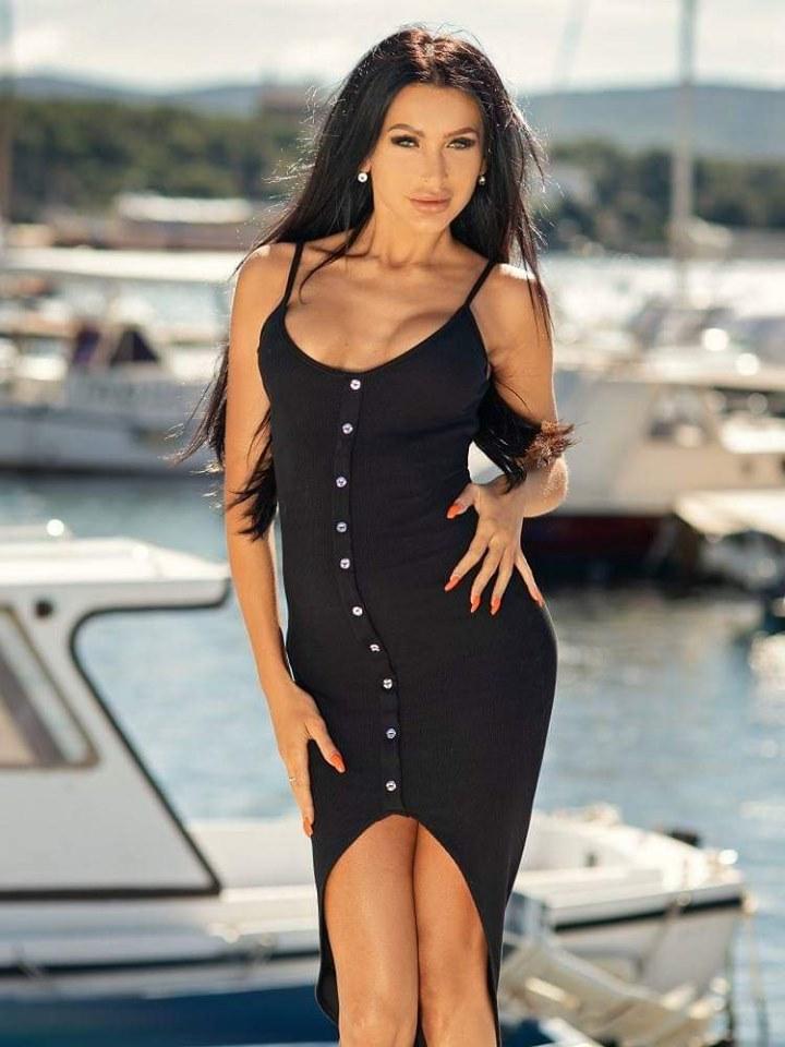 Dámske čierne šaty na ramienka (Dámske čierne šaty na ramienka)