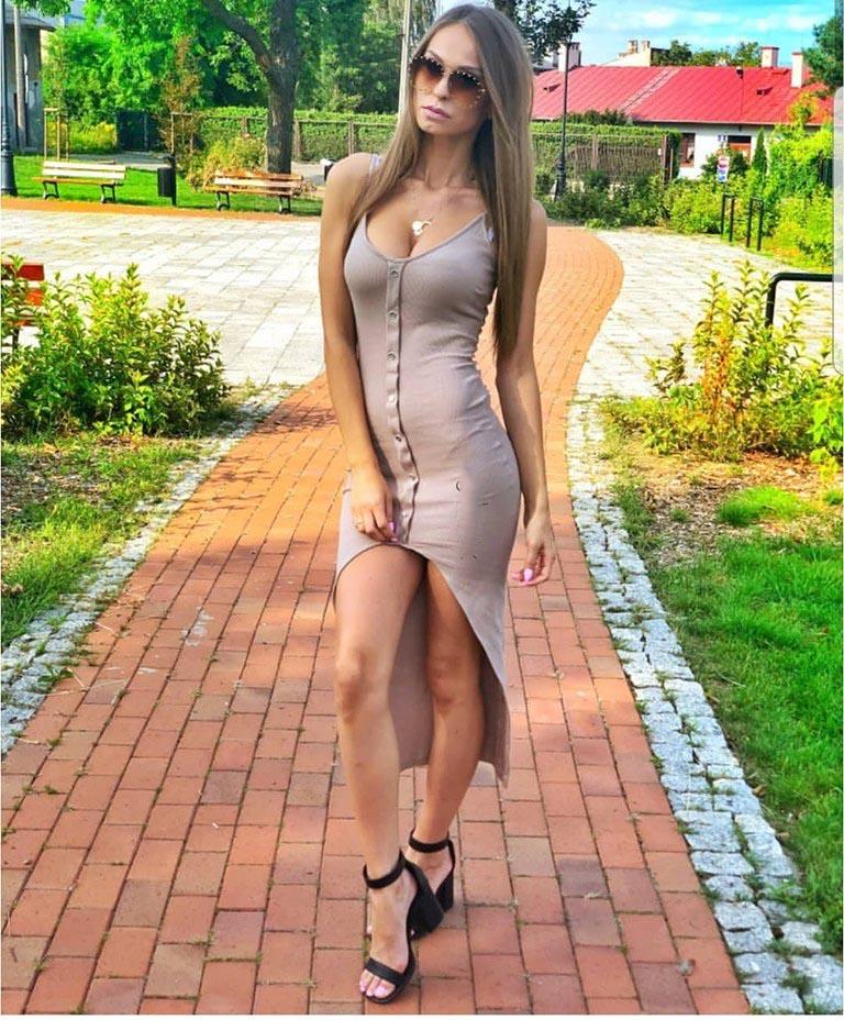Dámske béžové šaty na ramienka (Dámske béžové šaty na ramienka)