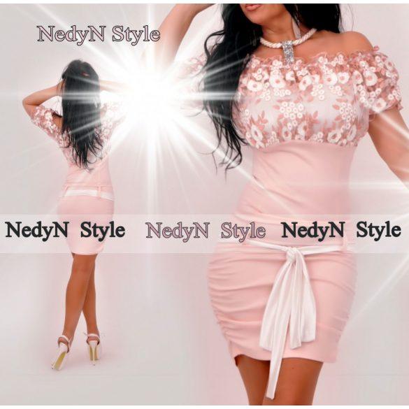 Krásne elegantné šaty s čipkou (Krásne elegantné šaty s čipkou)