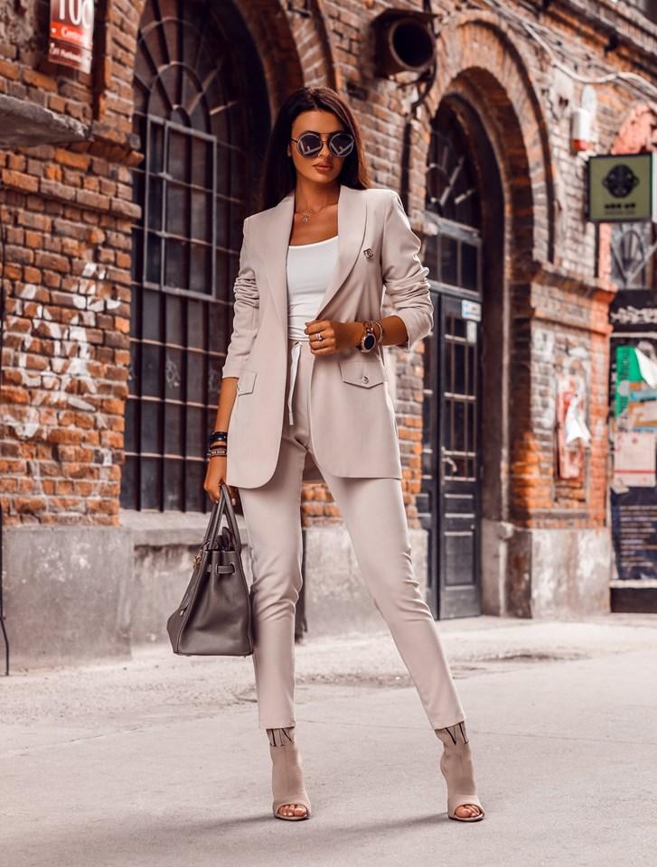 Dámsky nohavicový kostým,krémovy (Štýlový dámsky nohavicový kostým v krémovej farbe)