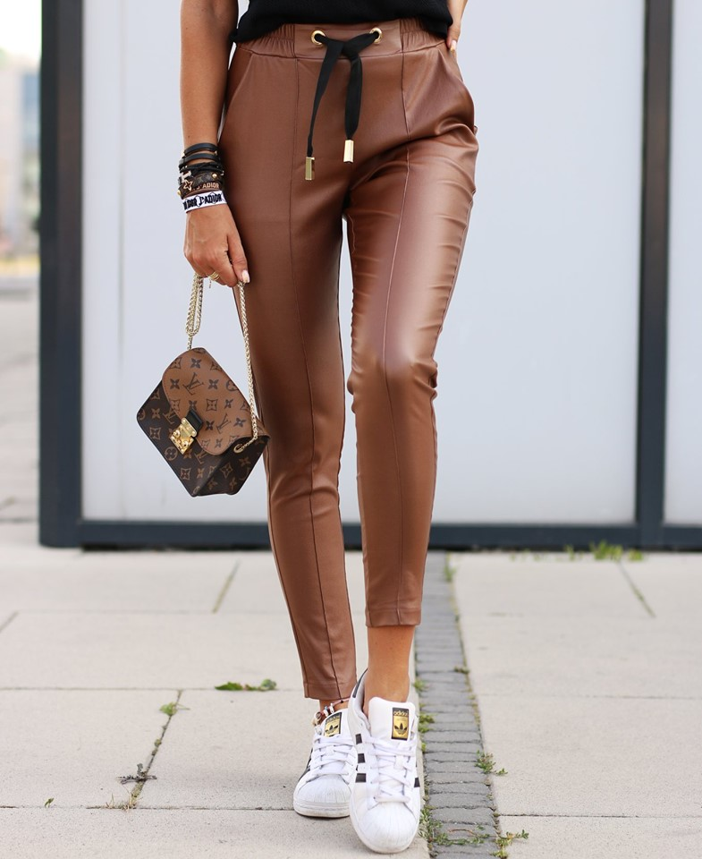 Dámske koženkové nohavice,hnedé (Dámske trendy koženkové nohavice,hnedé)