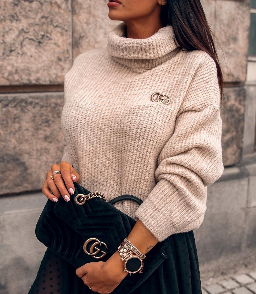 Dámsky rolákový sveter,béžový (Dámsky rolákový sveter s bročnou)