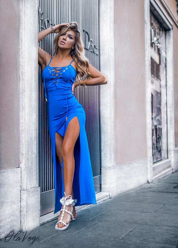 53fac00c335b Krásne dámske maxi šaty empty