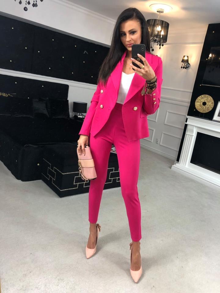 780d0dda2f04 Kompletné špecifikácie. Štýlový a elegantný dámsky kostým.Nohavicový kostým  v ružovej ...